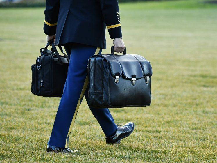 De Amerikaanse president heeft altijd deze zwarte tas in de buurt: dit is waarom