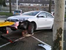 Auto rijdt op varkensrug in Eindhoven