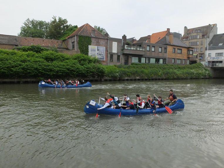 De interscholen regatta vindt ieder jaar plaats op de Leie in Deinze.