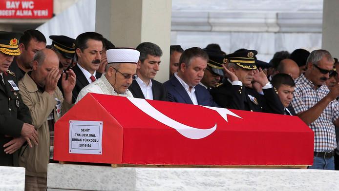 Begrafenisceremonie voor de slachtoffers van de aanslag, waarbij ook Ahmet Budak omkwam