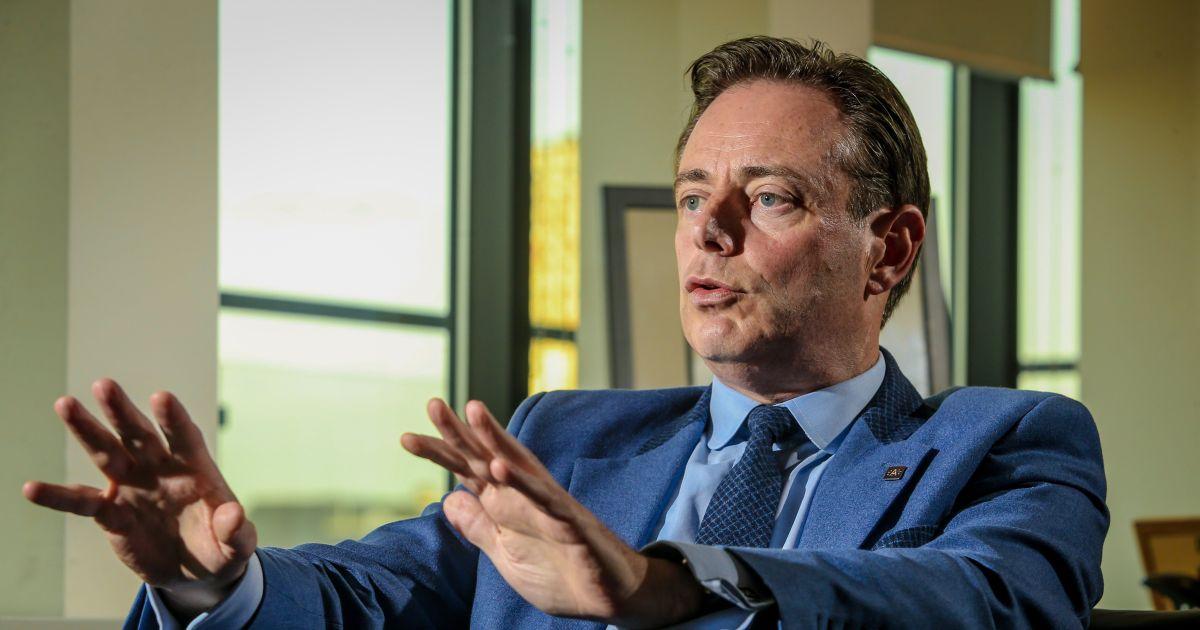 """De Wever op nieuwjaarsreceptie: """"Voortdoen Theo!"""""""