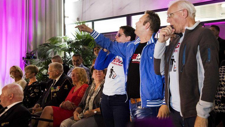 Actievoerders van Pegida interrumperen de ceremonie in het stadhuis van Arnhem. Beeld anp