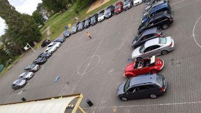 Speelplaats De Kleine Prins doet dienst als 'drive in' voor kleuterproclamatie: toeterconcert om overgang te vieren