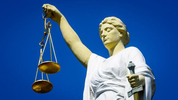 De stalkende Holtenaar V. (59) kreeg dinsdag een contact- en locatieverbod opgelegd. De rechtbank in Almelo vindt dat hij zijn ex-vrouw nu echt met rust moet laten.