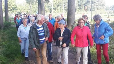 Senioren van Vier Kernen Wandeling Haaren lopen 'ruim vier keer de aarde rond'