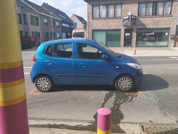 De wagen van de autobestuurster die haar voorligger te laat opmerkte.