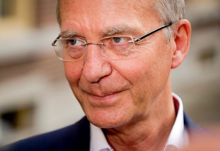 Henk Kamp komt aan op het Binnenhof voor de wekelijkse ministerraad. Beeld anp
