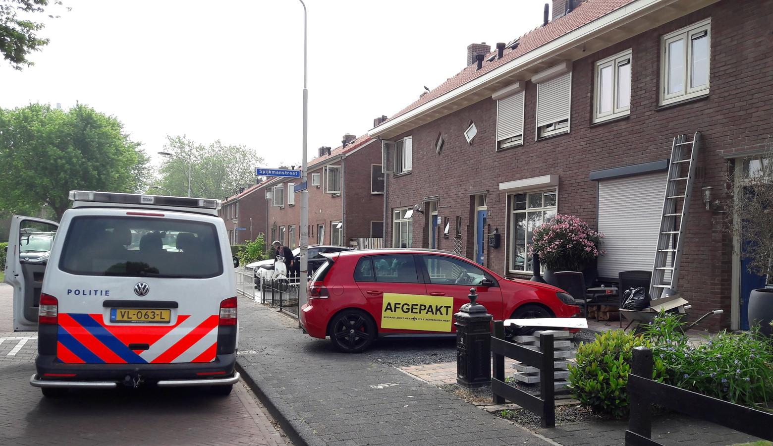 Bij het oprollen van een wietkwekerij aan het Van Zadelhoffplein in Doetinchem is onder meer een waardevolle auto in beslag genomen.