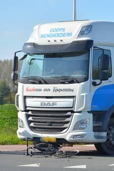 Wielrenner door vrachtwagen aangereden in Velswijk