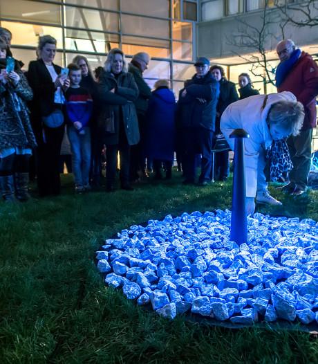 Tijdelijk holocaustmonument onthuld in binnentuin De Nieuwe Veste in Breda