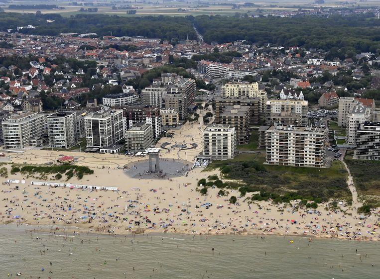 Luchtbeeld van het strand van De Panne op zaterdag 8 augustus.