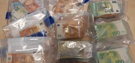 Tilburger (27) heeft 100.000 euro contant geld in huis: aangehouden voor dealen en witwassen