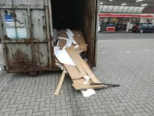 'Asogedrag' bij oudpapiercontainers in Vroomshoop: 'Nu kóst het ons geld'