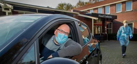 'Privéchauffeurs' van verpleegkundigen niet bang om corona te krijgen: Alle 'vuile' spullen gaan in containers in de kofferbak