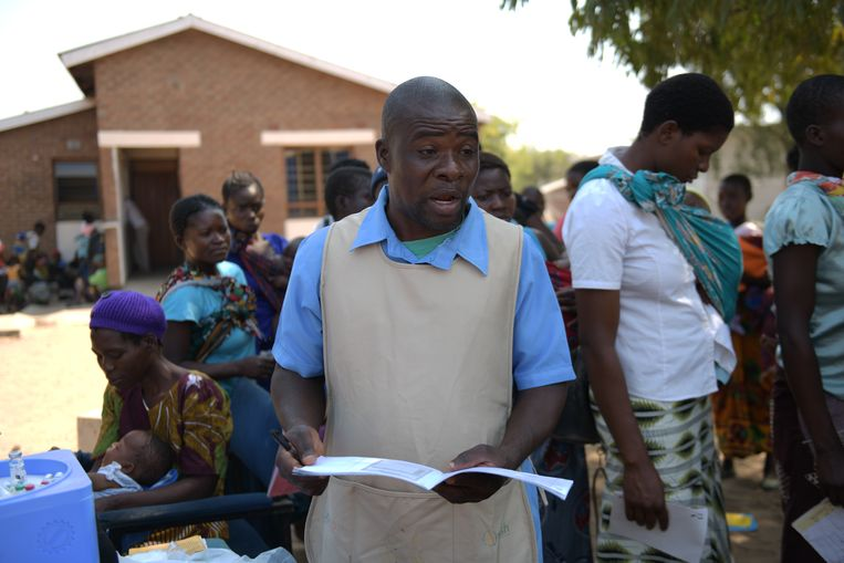 Gezondheidswerker Aron Kaleso. Beeld Thoko Chikondi