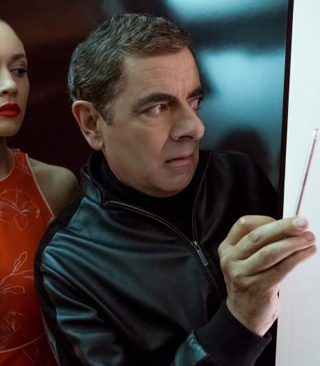 Rowan Atkinson leeft zich uit in Bond-parodie