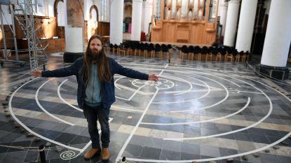 Graancirkelman ontwerpt labyrint in Predikherenkerk