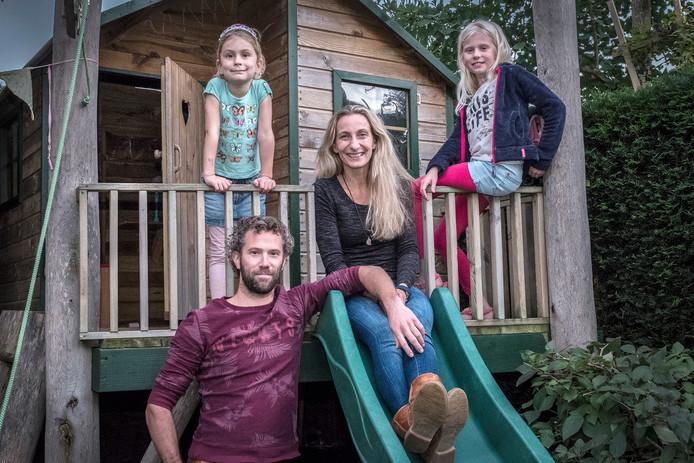Ruud Wijnen en Maaike van der Heiden met de kinderen.