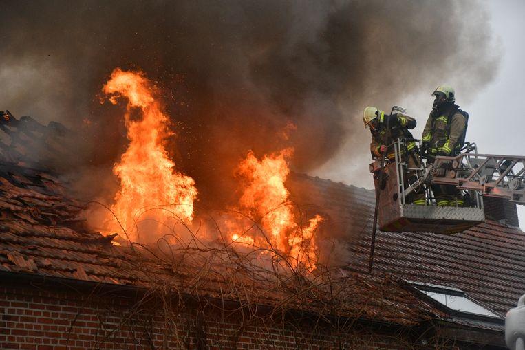 De woning stond al in lichterlaaie toen de brandweer arriveerde.