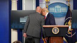 Persconferentie Trump kort onderbroken wegens schietpartij aan Witte Huis