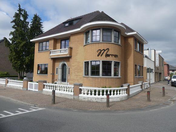 Marron bevindt zich in een art-decowoning uit 1944.