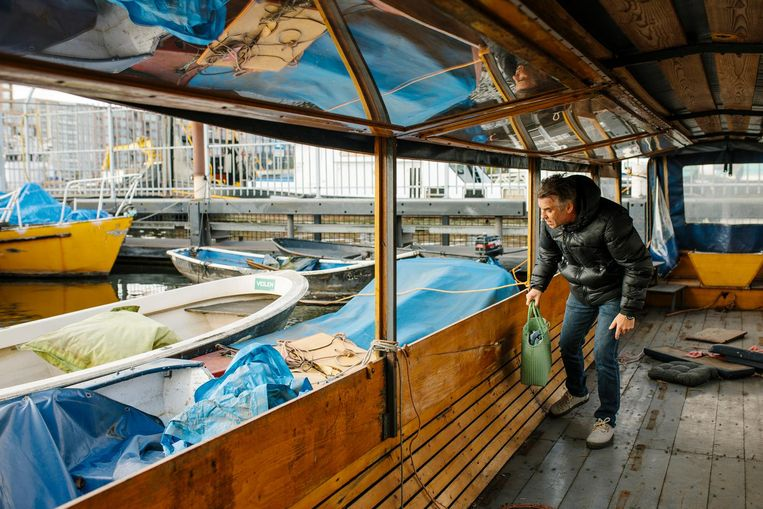 De voormalige rondvaartboot De Witte Hoeve Beeld Marc Driessen