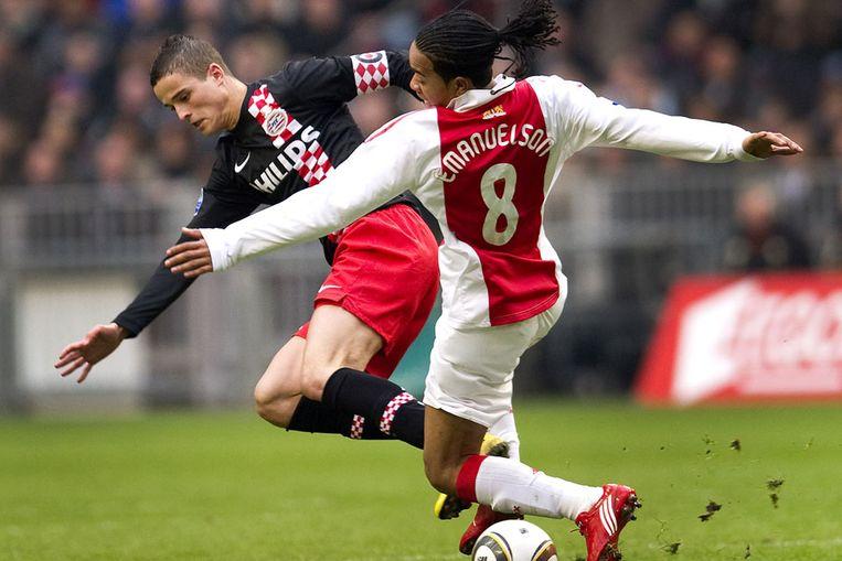 Ibrahim Afellay in duel met Urbi Emanuelson (ANP) Beeld