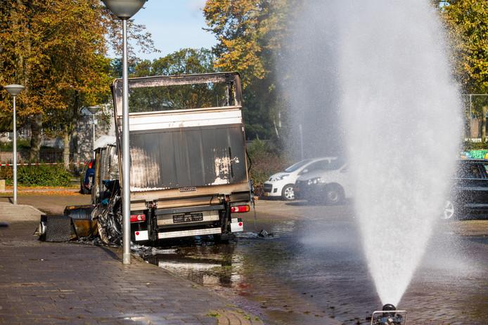 Busje vol met drugsafval werd in brand gestoken aan de Offenbachlaan in Eindhoven.
