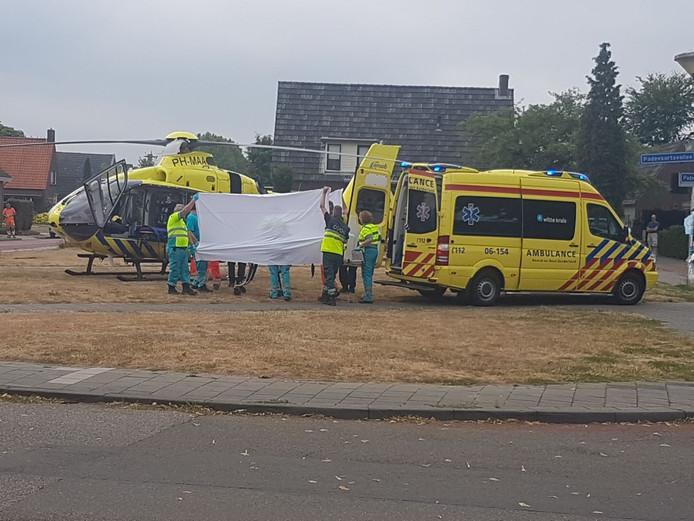 Tijdens renovatiewerkzaamheden aan zorgcentrum Sydehem in Zeddam is donderdagochtend een bouwvakker van een plateau gevallen. De man is met ernstig letsel overgebracht naar het ziekenhuis in Nijmegen.
