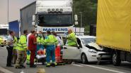 Bestuurder levensgevaarlijk gewond na ongeval in filestaart op E17
