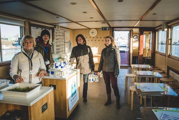 Het labo van de Milieuboot, waar water geanalyseerd wordt.