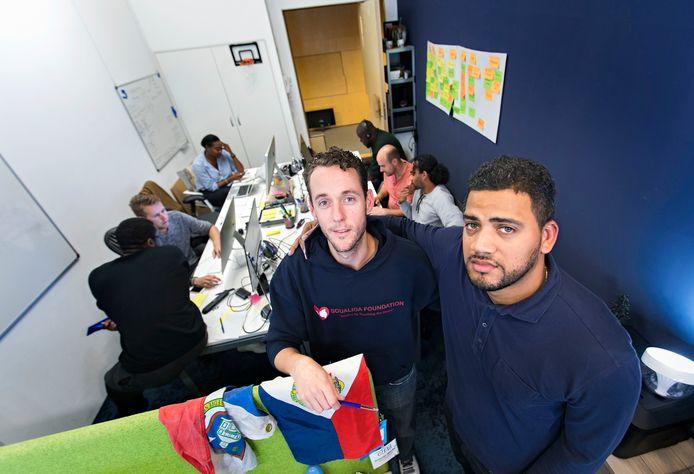 Cyriel Pfennings-Richardson (l.) en John Sandiford (r.) in het kantoor op Strijp S, het crisiscentrum van de actie Rebuild SXM.