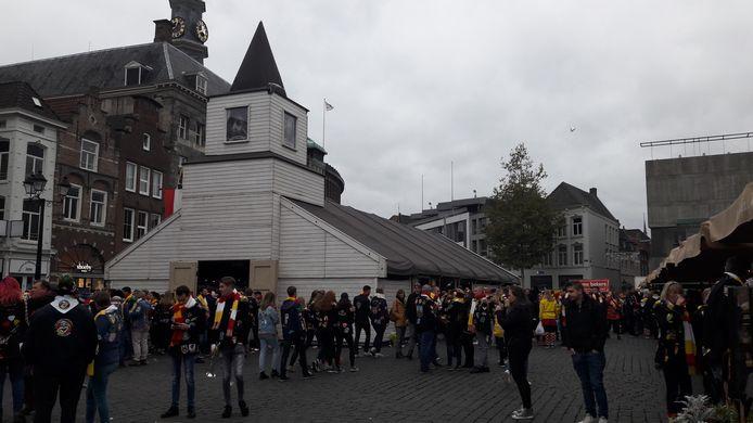 De Oeteldonkse kerk op de Markt voor het stadhuis.