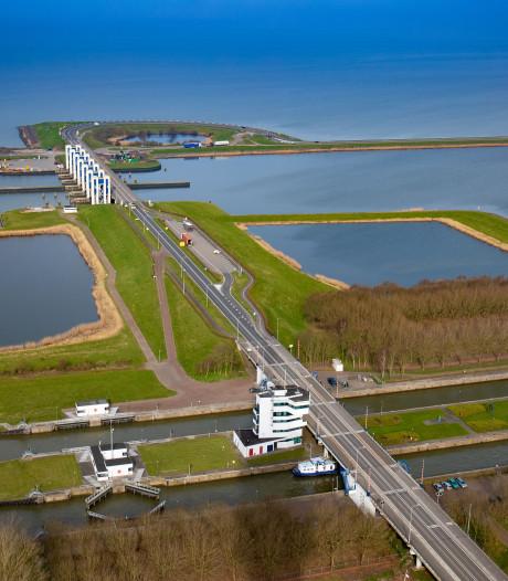 Opnieuw aanvaring bij Houtribsluizen in Lelystad