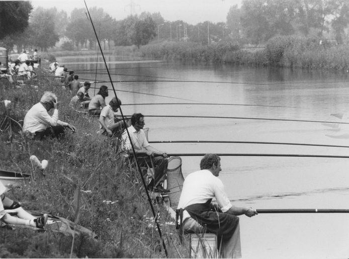 Visconcours in de zomer van 1983 aan de ZuidWillemsvaart in Den Dungen.