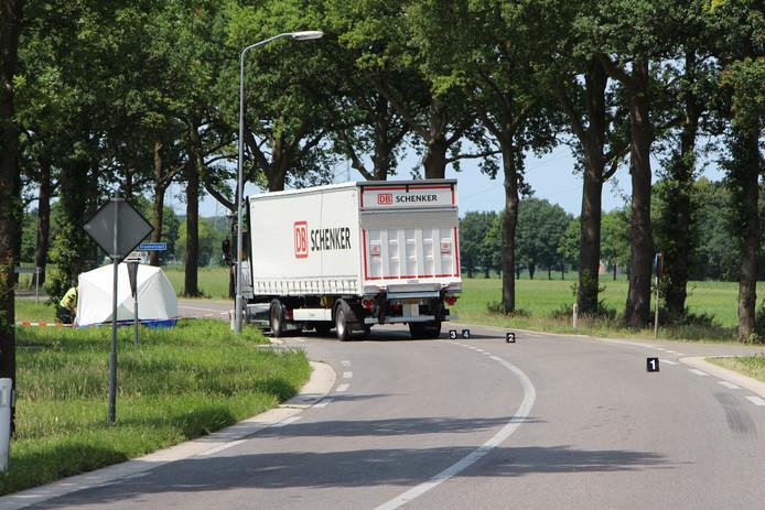 N825 tussen Borculo en Lochem in juni van dit jaar nadat een overstekende fietser werd geschept door een vrachtauto.
