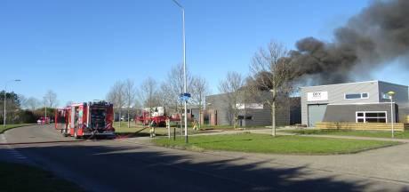 Meer dan 100 trouwjurken in vlammen op bij grote brand in Lelystad: 'Alles is kapot'