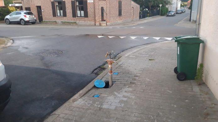 Een waterpijp in de Warandestraat moest de omwonenden van water voorzien.