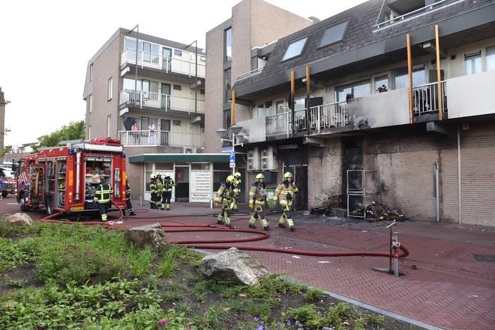 De brand ontstond op de begane grond.
