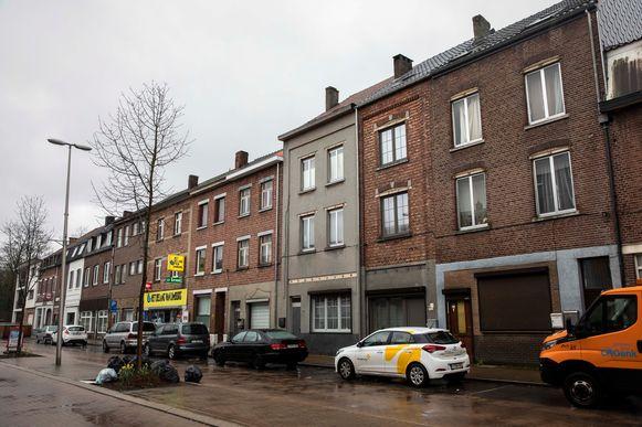 De woning uiterst rechts is verzegeld.