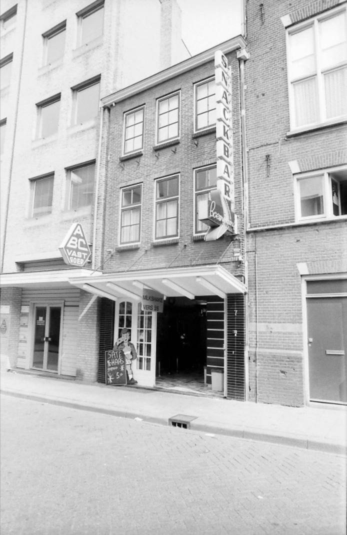 Snackbar De Boemerang in de Kerkstraat in 1988