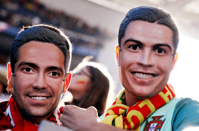 Ronaldo-fans met een Ronaldo-masker.