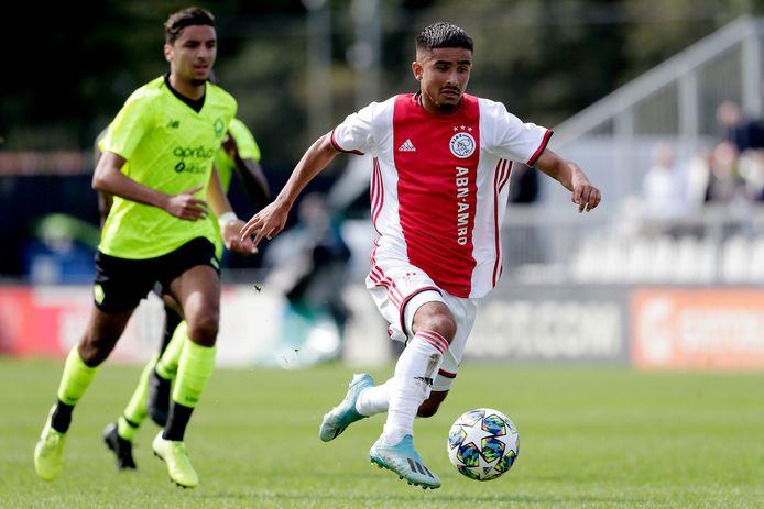 Naci Ünüvar in actie namens Ajax onder 19.