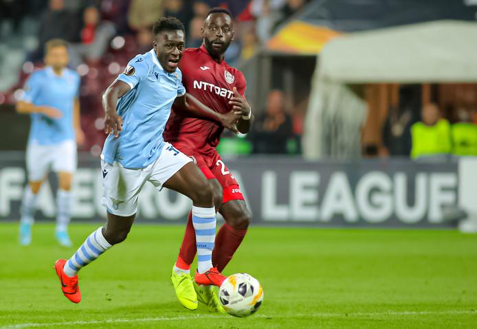 Bobby Adekanye (links) debuteerde in september in de Europa League.