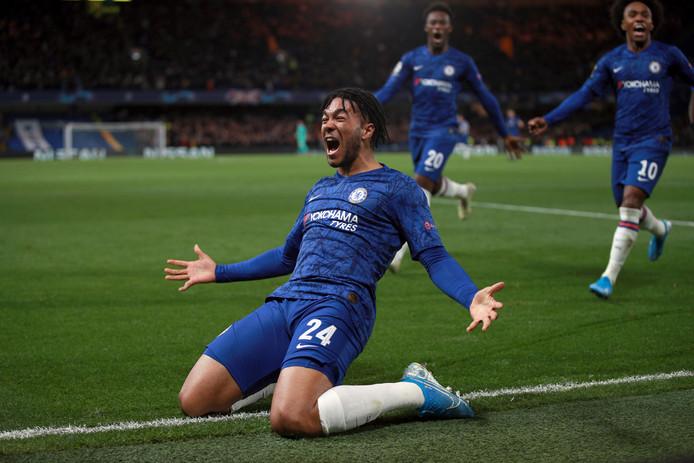 Un match spectaculaire à Chelsea. Menés de trois buts à une demi-heure du terme, les Blues ont profité de deux exclusions pour renverser l'Ajax Amsterdam et accrocher un partage inespéré (4-4).