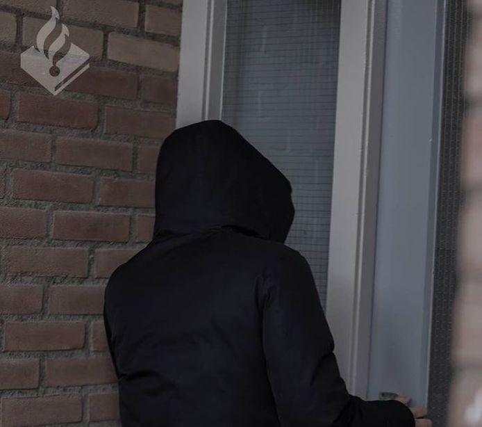 Het gedrag van de twee was zo verdacht dat bewoners meldingen hebben gedaan bij de politie.