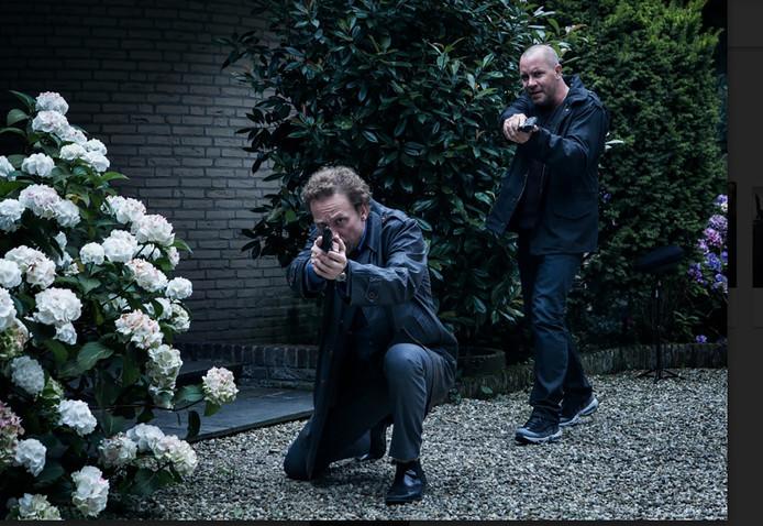 Het Rijswijkse stadhuis is in de nieuwe serie 'Smeris' met Jeroen van Koningsbrugge en Dennis van de Ven Paleis van Justitie.
