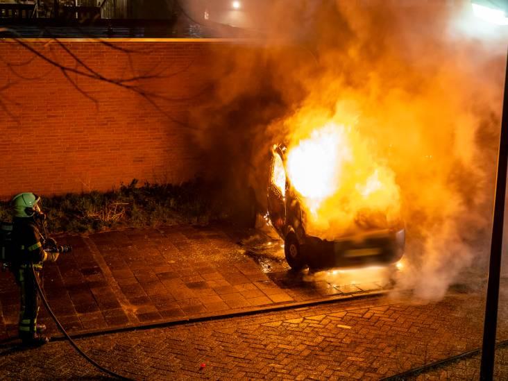 Bestelauto uitgebrand in Raamsdonksveer