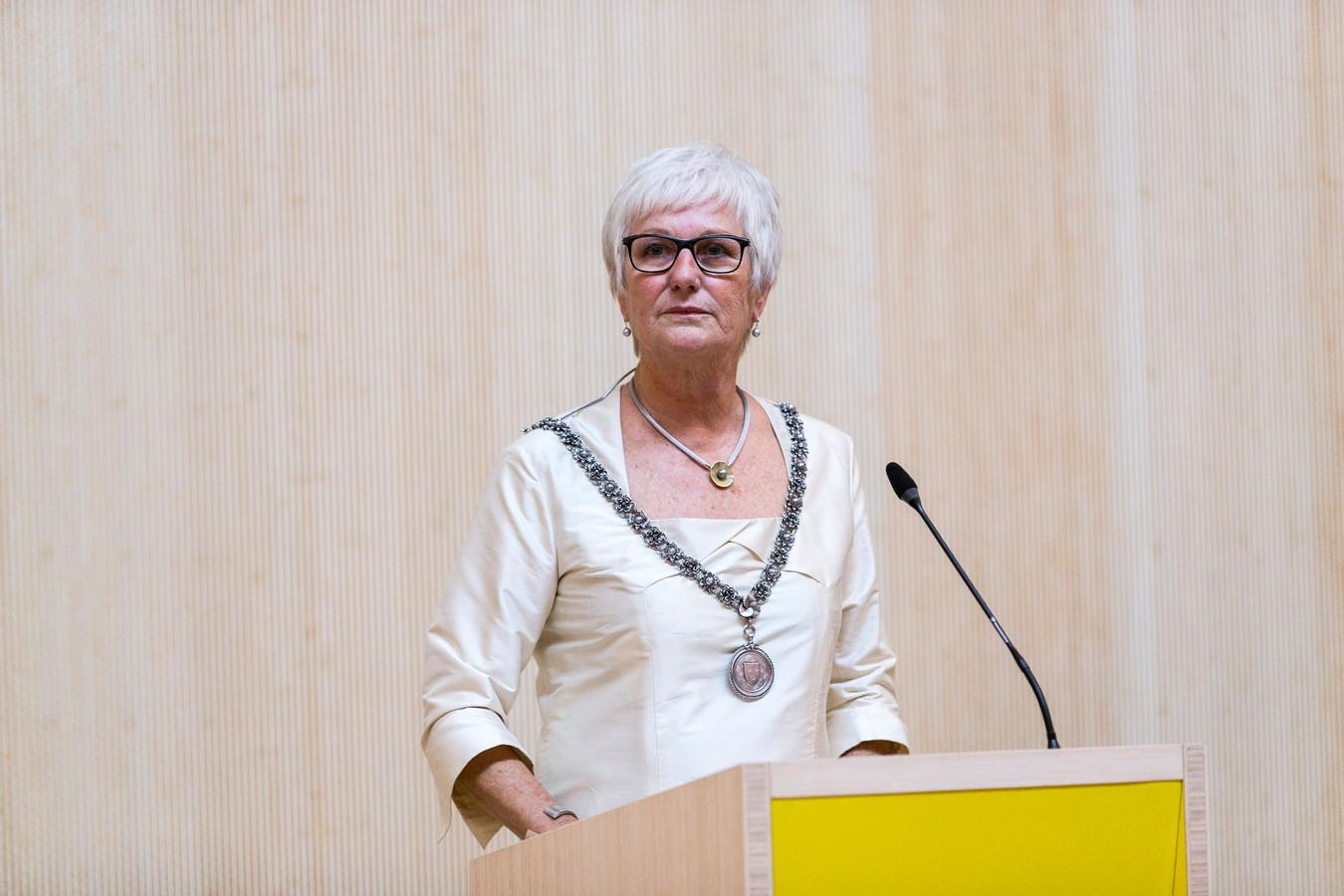 Aaltje Emmens-Knol als (waarnemend) burgemeester van Bloemendaal in 2015.