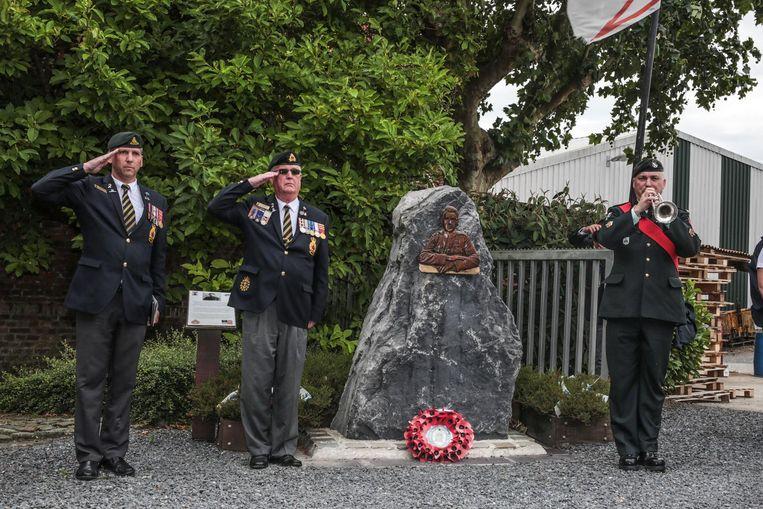 Een militair eresaluut aan soldaat Thomas Ricketts, de jongste soldaat die het Victoria Cross kreeg na WO I.